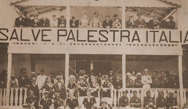 A rivalidade entre eles é imensa. Corinthians e Palmeiras é um dos maiores clássicos do Brasil. Mas de alguma forma eles têm ligações desde o nascimento. Os fundadores do Timão tiveram desentendimentos e, em 1914, fundaram o Verdão. Veja como aconteceu essa história curiosaEsportesR7 no YouTube. Inscreva-se