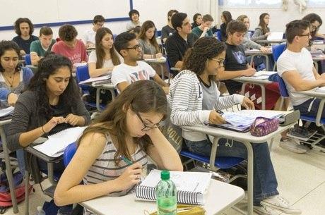 Estudantes devem prestar atenção ao fuso horário