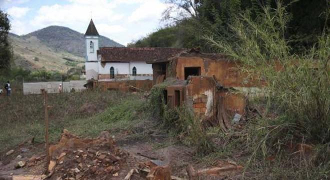 O distrito de Barra Longa (MG), atingido pelo rompimento da Barragem do Fundão, espera por obras de reconstrução