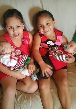 Emily Garza (à direita), de oito anos, também morreu após o ataque. Sua outra irmã Rihanna (à esquerda) foi atingida no rosto, mas sobreviveu