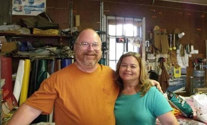 Karla Holcolmbe, professora da escola dominical, e seu marido Bryan também morreram em decorrência do tiroteio
