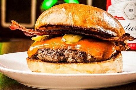 Smash Bacon Burger é a receita especial do Chip's Burger, um dos 80 endereços do estival em São Paulo