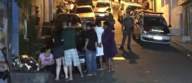 Quatro pessoas foram executadas a tiros na rua Gabriel Martins, na Vila Albertina