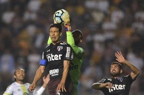 Chapecoense reclamou de falta de Hernanes em Jandrei