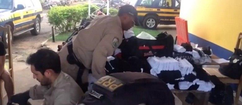 Domingo Espetacular mostra esquema de contrabando de roupas falsificadas