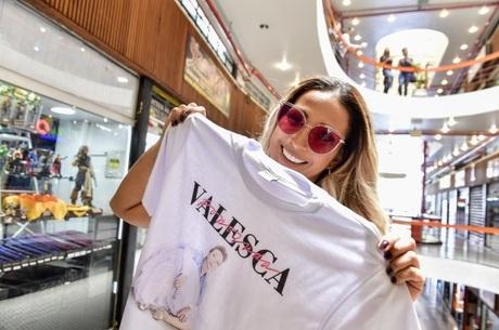 Valesca ganhou uma camiseta estampada na hora