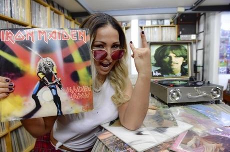 Valesca ouviu Iron Maiden na Galeria do Rock