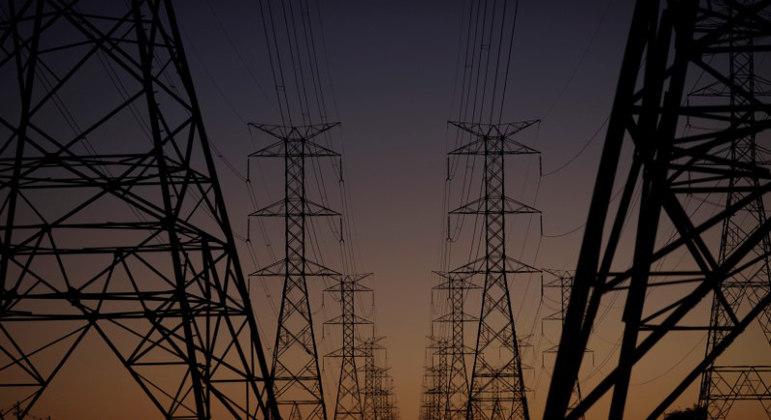 Tarifa de energia deve ser reajustada nesta terça-feira