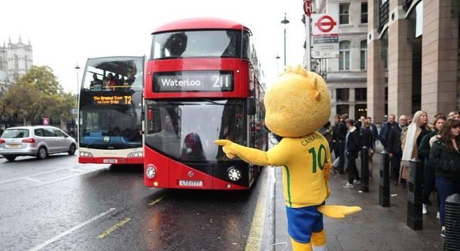 Canarinho já está em Londres para o confronto contra o English Team