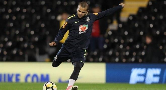 Dani Alves: maior número de partidas e convocações com Tite