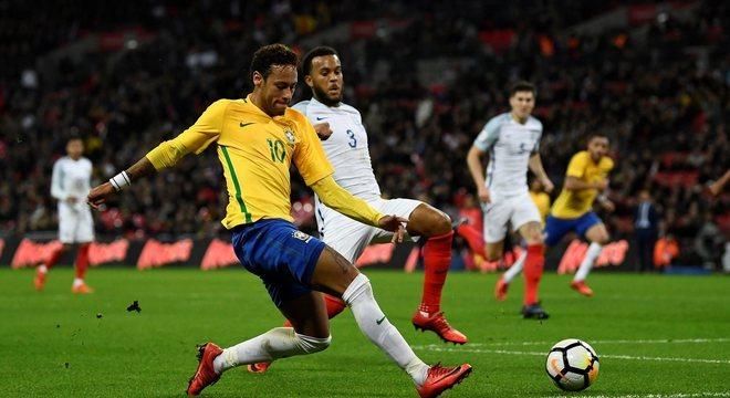 Brasil teve duas vitórias, um empate e uma derrota contra campeões mundiais