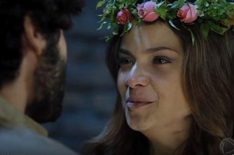 Com a benção de Daniel, Joana e Lázaro se casam na prisão