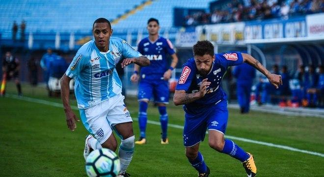 Avaí precisa superar boa campanha do Cruzeiro para fugir da degola