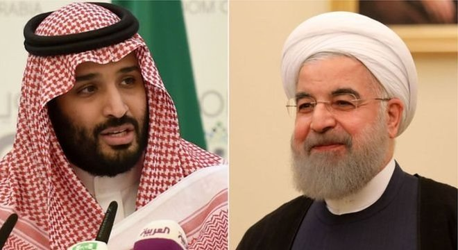 O príncipe saudita Mohammed bin Salman (à esq.) e o presidente de Irã, Hassan Rouhani