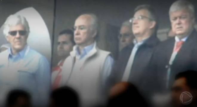 Marcelo Campos (segundo da dir. para a esq.) junto com Ricardo Teixeira e integrantes da Traffic
