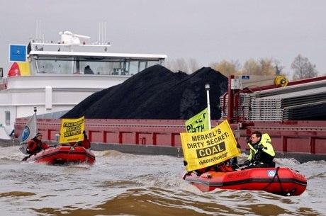 Ativistas protestam contra a utilização de carvão durante a conferência do clima na Alemanha