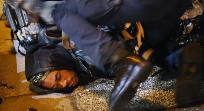 Imagens de afro-americanos violentados pela polícia inundaram redes sociais