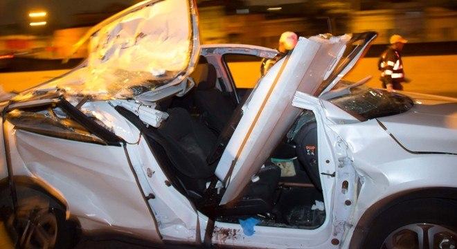 Carro em que estava a juíza Adriana: parte de viga de atingiu o veículo