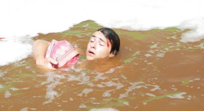 Família Gudman é vitima de tsunami em estreia de Apocalipse