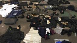 Polícia prende quatro com viaturas clonadas, fuzis, pistola e dinamites ()