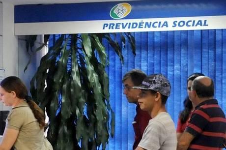 Governo estuda ampliar prazo de cadastramento de idosos que recebem o BPC
