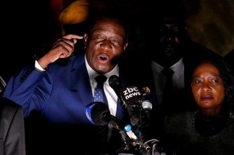 Mnangagwa havia fugido do país após ser demitido por Mugabe