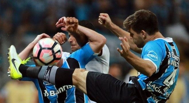 Grêmio e Lanús fizeram um jogo muito brigado em Porto Alegre