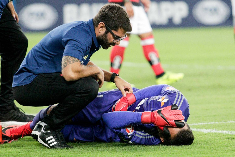 Exame confirma fratura na clavícula de Diego Alves