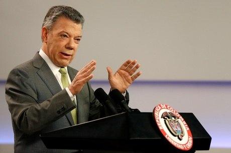 Juan Manuel Santos em coletiva nesta quinta (23)