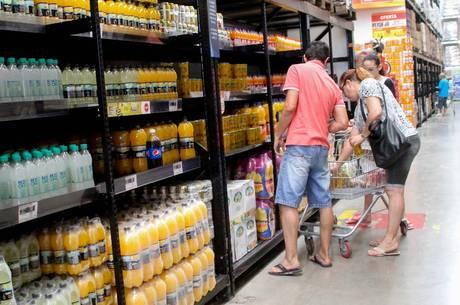 Menor inflação dos últimos 19 anos alivia bolso dos brasileiros em 2017