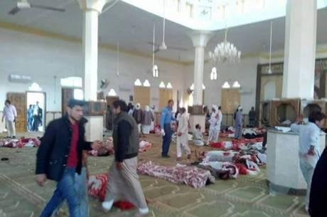 Imagens do Twitter mostram caos na mesquita