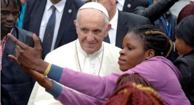 Os fiéis não deixam de pedir uma selfie ao papa Francisco