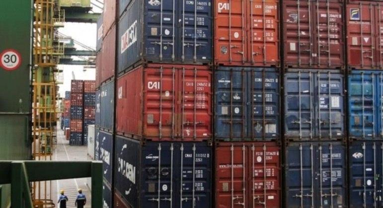 Balança comercial tem superávit de US$ 719 mi na 2ª semana de março