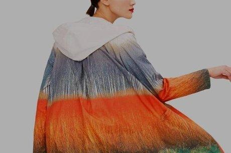 A estilista espanhola Sybilla colaborou com a Ecoalf criando uma coleção de roupas feitas com material reciclável, como este casaco
