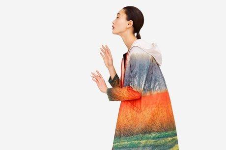 Modelo usa roupa feita com material reciclável