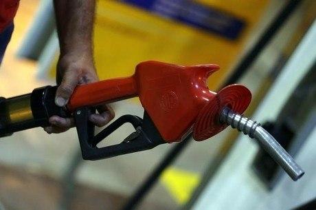 Preços nas refinarias são reajustados quase todos os dias