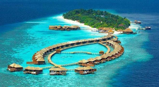 Imagem aérea das Ilhas Maldivas onde o casal vai passar a lua de mel