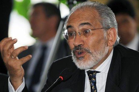 """Carlos Mesa , ex-presidente da Bolívia, diz que decisão """"destrói garantias democráticas"""""""