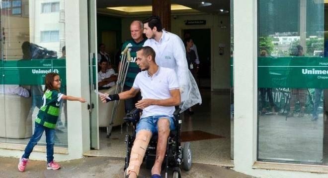 Zagueiro Neto ainda tenta recuperar a melhor forma física para voltar a jogar
