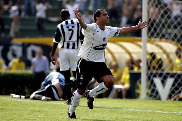 Na campanha do título brasileiro, Tevez ficou marcado pela goleada por 7 a 1 sobre o Santos, quando fez três gols