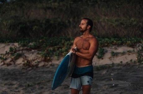 Kip Moore trocou visual country por estilo surfista