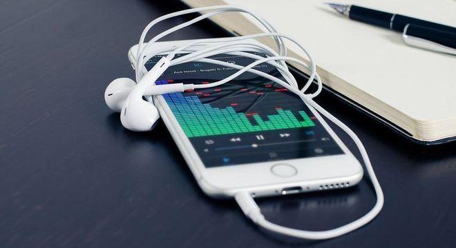 Políticos argumentam que rádio pode ajudar em momentos de crise