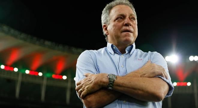 Abel Braga tem contrato com  o Flu até 31 de dezembro de 2018