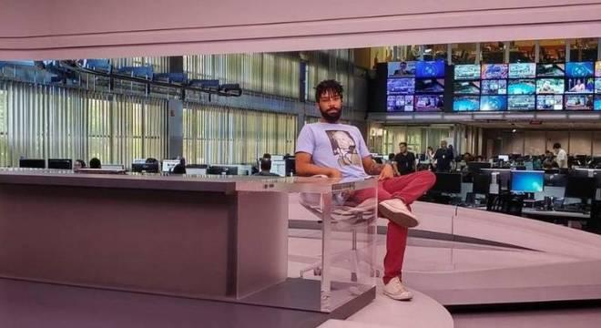 Diego Rocha Pereira no estúdio do JG sentado na cadeira que foi de William Waack
