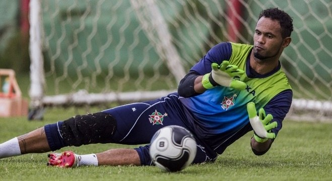 Goleiro Bruno conseguiu uma vitória, dois empates e duas derrotas no Boa