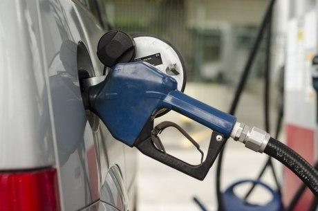 Valor do litro da gasolina varia entre R$ 3,57 e R$ 5,15