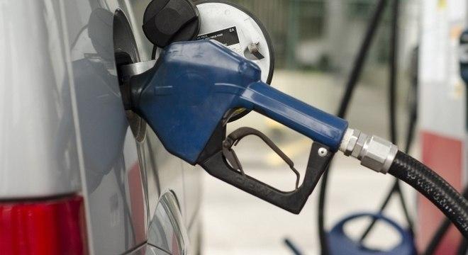 Aumento nas refinarias influenciou alta na gasolina em 2017