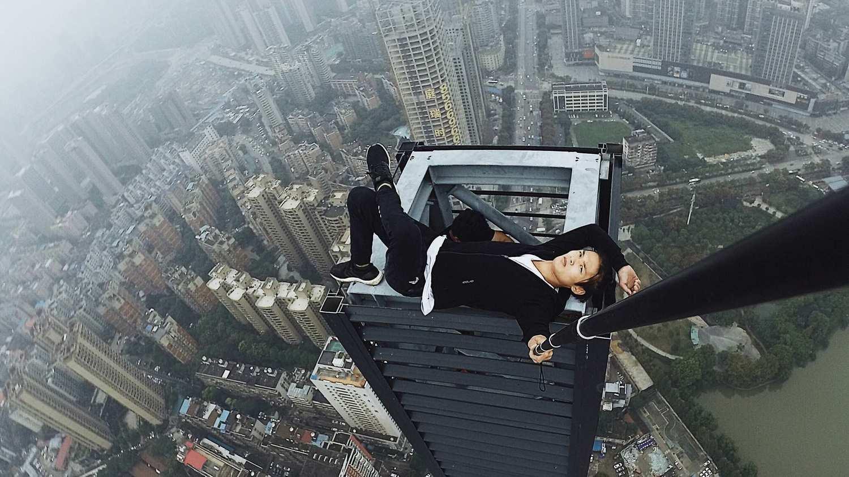 Chinês filma a própria morte durante escalada em arranha-céu - Fotos - R7  Hora 7