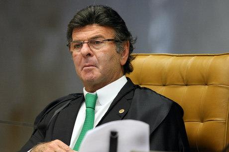 """Ministro Luiz Fux está à frente dessa """"batalha"""" contra as fake news"""