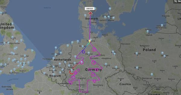 Piloto desenha árvore de Natal com A380 em sobrevoo na Alemanha